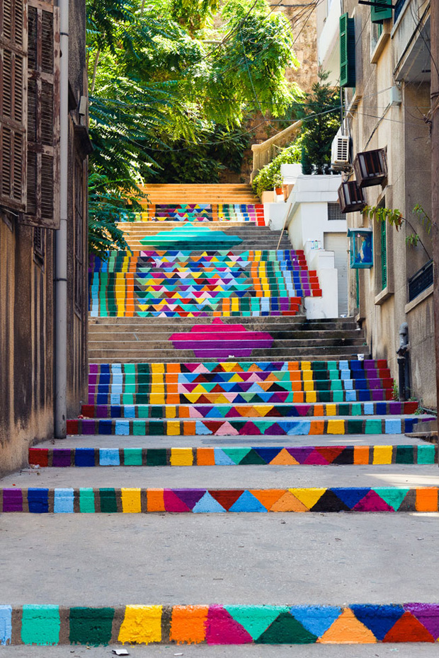 階段にストリートアート