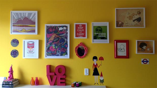 Decore sua parede com muitos quadros, pôsteres e molduras  ~ Quarto Rosa Goiaba