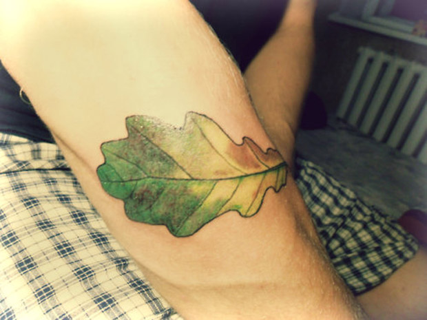 followthecolours leaf tattoo 40 #tattoofriday   Folhas/Leaf Tattoos