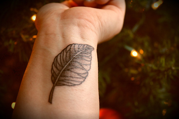 followthecolours leaf tattoo 41 #tattoofriday   Folhas/Leaf Tattoos