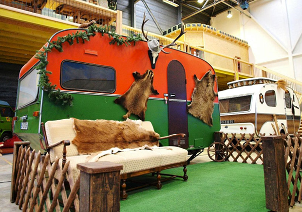 follow-the-colours-basecamp-indoor-campground-hostel-germany-012