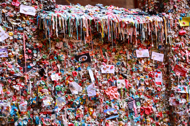 follow the colours seattle gum wall 03 Seattle tem parede colorida por muitos chicletes