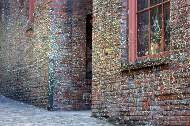 follow the colours seattle gum wall 08 Seattle tem parede colorida por muitos chicletes