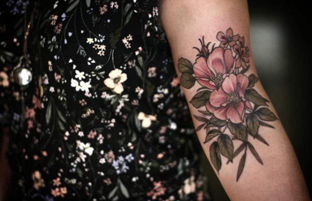 alice carrier tatuagens botânicas