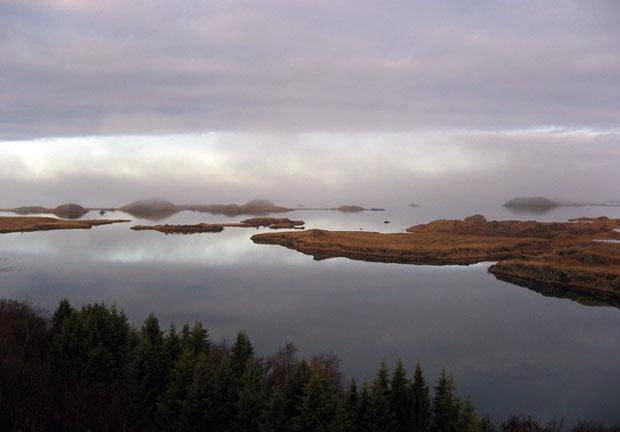follow-the-colours-Game-Of-Thrones-Lake-Myvatn-islandia