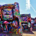Na Rota 66, conheça as esculturas coloridas do Cadillac Ranch!