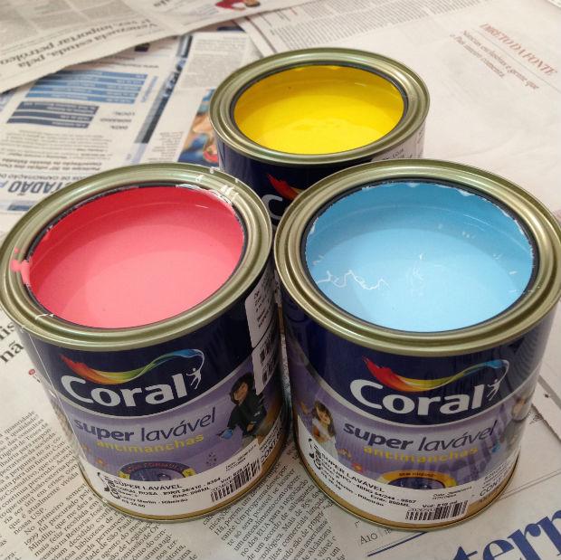 Coral Azul Tinta ~ Como fazer garrafas coloridas para decorar a sua casa Follow the Colours