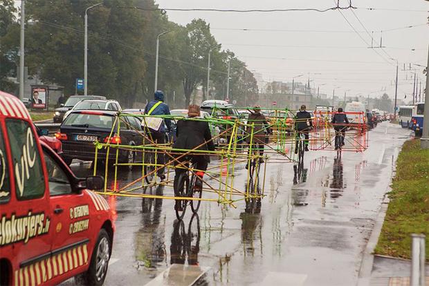 ciclistas 05 Protesto de ciclistas destaca como carros ocupam espaço