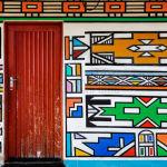 Em Ndebeles, África do Sul, fachadas das casas são coloridas por mulheres