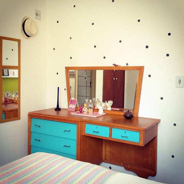 follow-the-colours-parede-bolinhas-DIY-decor-0