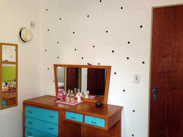 follow-the-colours-parede-bolinhas-DIY-decor-03