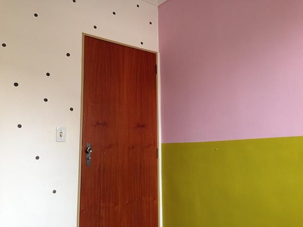follow-the-colours-parede-bolinhas-DIY-decor-13