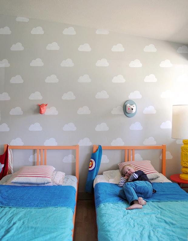 follow-the-colours-stencil-nuvem-parede-DIY-02