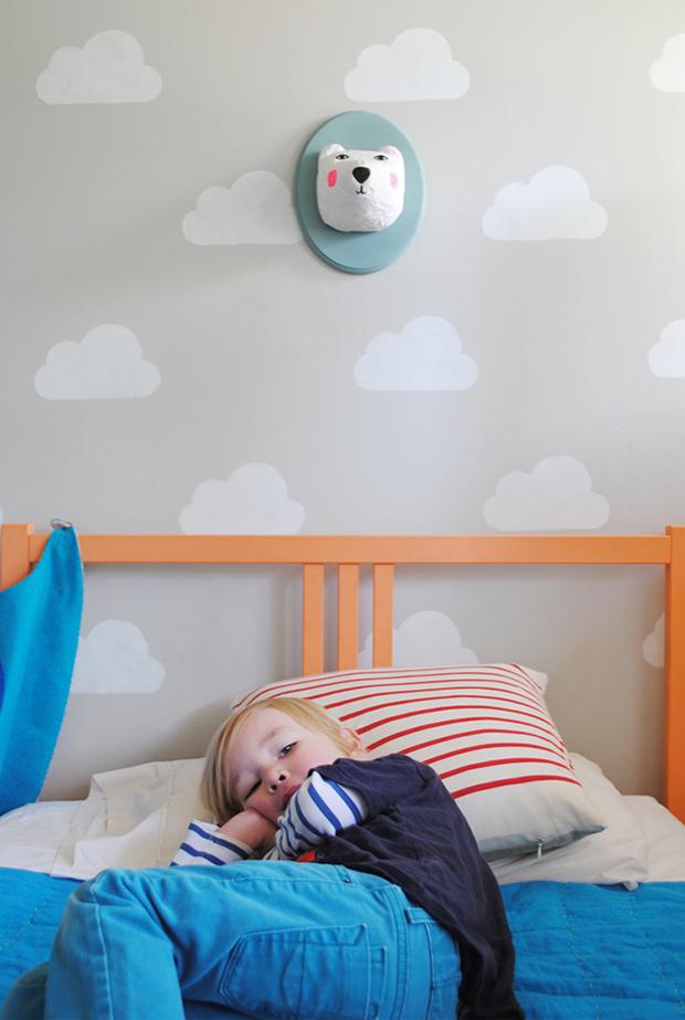 follow-the-colours-stencil-nuvem-parede-DIY-03a