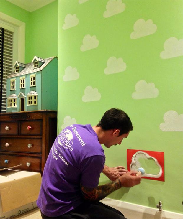 follow-the-colours-stencil-nuvem-parede-DIY-12