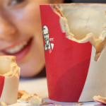 KFC lança Scoff-ee Cup, copos comestíveis para café no Reino Unido