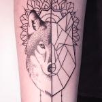 Melina Wendlandt e suas tattoos em linework, blackwork e pontilhismo