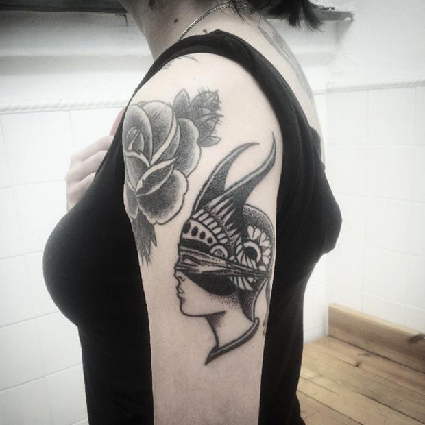 hand poked tattoo Trigs Covil  máscara