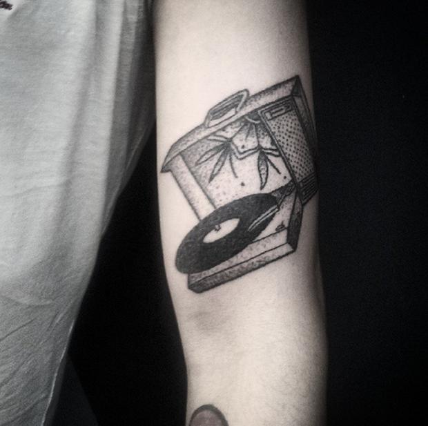hand poked tattoo Trigs Covil  vitrola