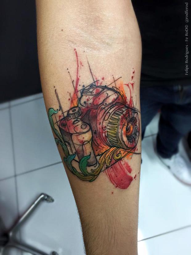 Watercolor tattoo Felipe Rodrigues câmera fotográfica