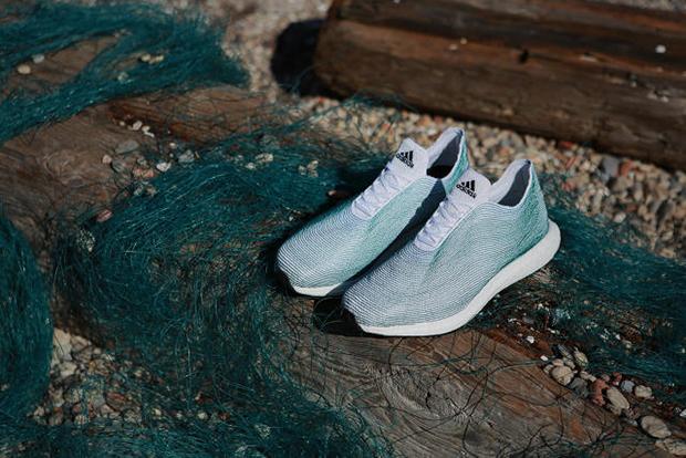 Adidas tênis materiais reciclados plástico oceano Primeknit