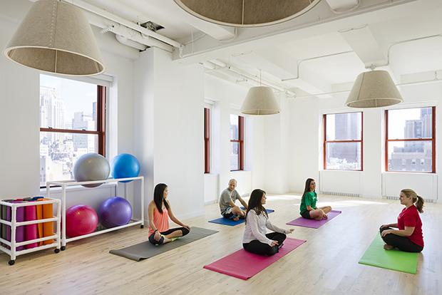 Escritório Shutterstock nyc headquarters sala de yoga