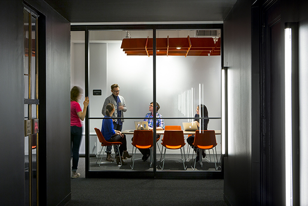 Escritório Shutterstock nyc headquarters sala de reuniões