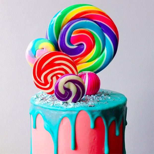 Professora australiana cria bolos coloridos que são verdadeiras obras de arte comestíveis