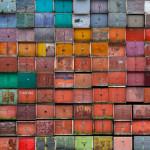 Fotógrafo Lituano retrata a beleza das incríveis garagens coloridas em seu país