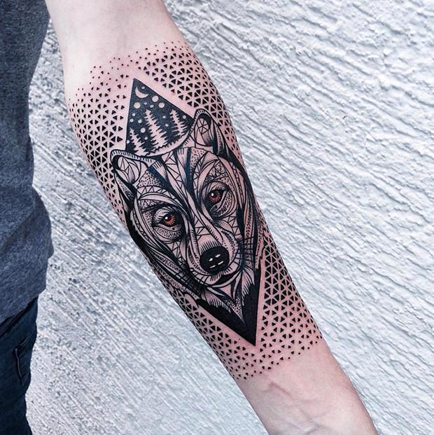 Jessica Kinzer cria tatuagens incrivelmente complexas ao usar ornamentos, mandalas e pontilhismo