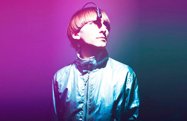 Neil Harbisson escuta as cores