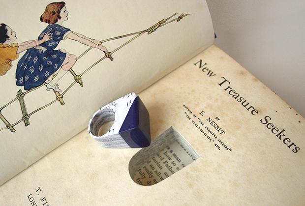 follow-the-colours-joias-feitas-camadas-paginas-livros-jemery-may-02