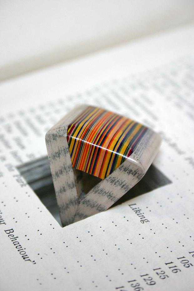 follow-the-colours-joias-feitas-camadas-paginas-livros-jemery-may-06