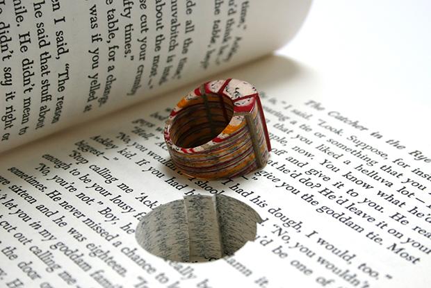 follow-the-colours-joias-feitas-camadas-paginas-livros-jemery-may-09