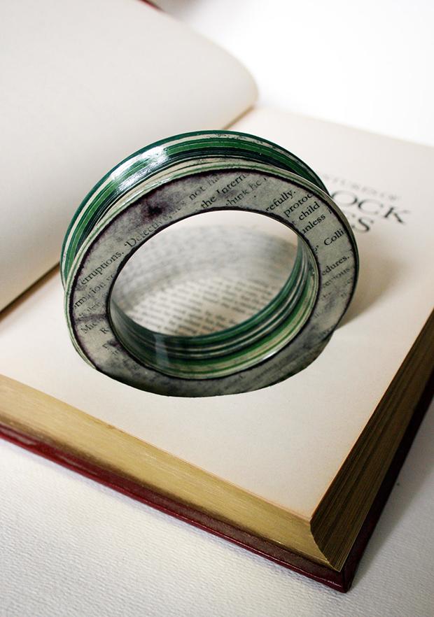 follow-the-colours-joias-feitas-camadas-paginas-livros-jemery-may-19