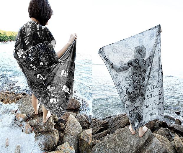Para os amantes de literatura, lenços estampados com capas de livros clássicos