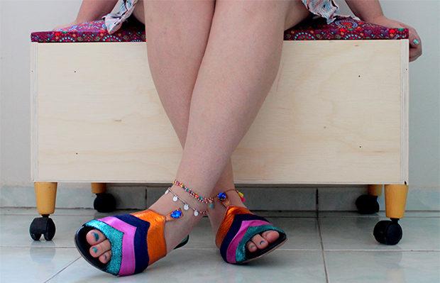 DIY Faça você mesmo sapateira colorida feita de gaveta antiga