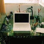Up no Home Office: basta uma mesa no seu canto favorito para você chamar de escritório!