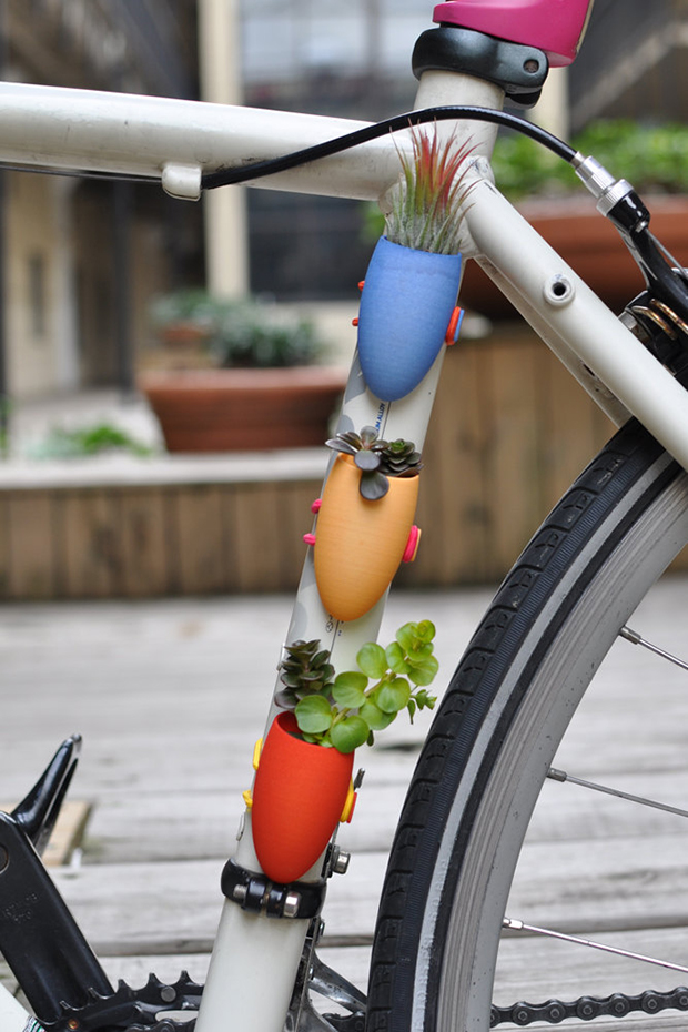 follow-the-colours-vasos-flor-3D-bicicletas-planter-wearable-Colleen-Jordan-10