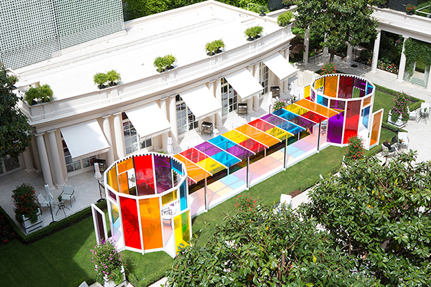 follow-the-colours-daniel-buren-coloree-une-pause-le-bristol-paris-01