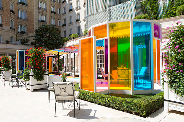 follow-the-colours-daniel-buren-coloree-une-pause-le-bristol-paris-02