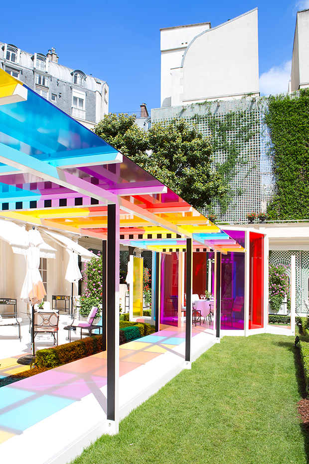 follow-the-colours-daniel-buren-coloree-une-pause-le-bristol-paris-06