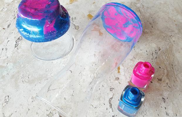 pintura em potes de vidro usando esmalte