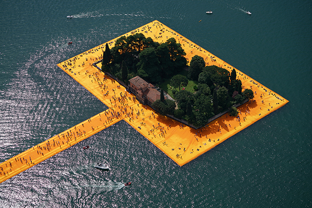 follow-the-colours-instalacao-the-floating-piers-Christo-02