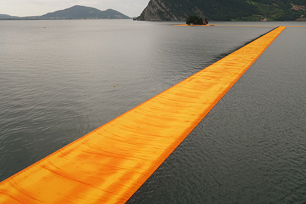 follow-the-colours-instalacao-the-floating-piers-Christo-06