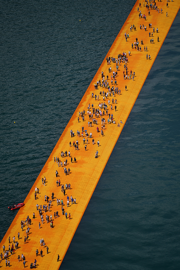 follow-the-colours-instalacao-the-floating-piers-Christo-10