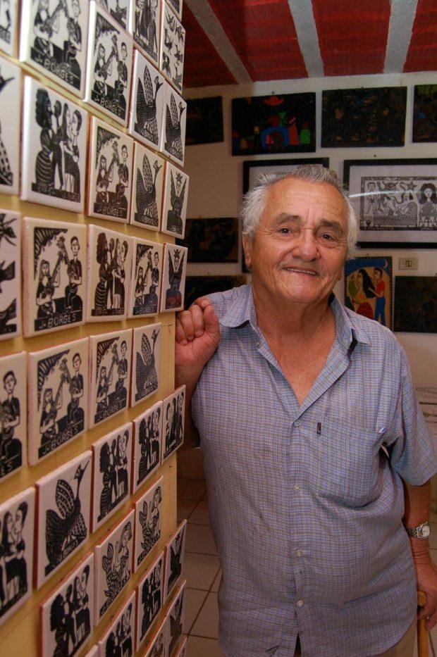 02/06/2006. Credito: Ines Campelo/DP/D.A. Press. Especial Agreste. Bezerros: o artista J Borges em seu atelie de cordel. Jota.