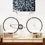 Empresa chilena cria linha de móveis exclusiva com encaixes para bicicletas