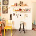 Up no Home Office: Ju Amora mostra espaço inspirador que é seu ateliê de criação, escritório, casa e loja