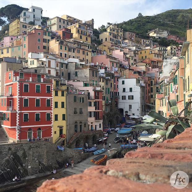 follow-the-colours-cinque-terre-riomaggiore-italia-01
